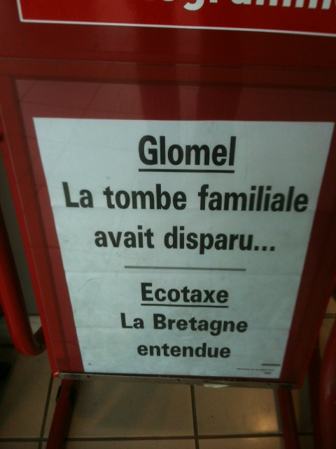 Glomel la tombe